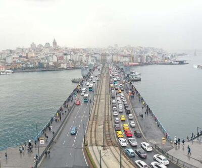 """İstanbul'da """"kısıtlamasız ilk cumartesi günü""""nde trafik yoğunluğu yüzde 78'e ulaştı"""