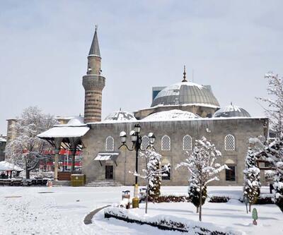 Doğu'nun 'kış cenneti' gündüz bembeyaz, gece ise ışıl ışıl
