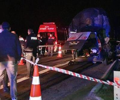 TIR'a arkadan çarpan hafif ticari araçtaki 3 kişi öldü