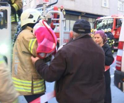 Gaziosmanpaşa'da korkutan yangın: 1' bebek 3 kişi kurtarıldı