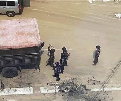 Myanmar'da askerler göstericileri döve döve gözaltına alıyor