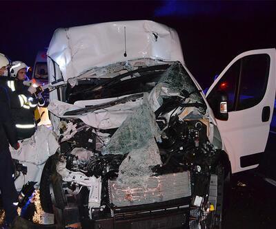 TIR'ın altına giren minibüste 1 kişi öldü