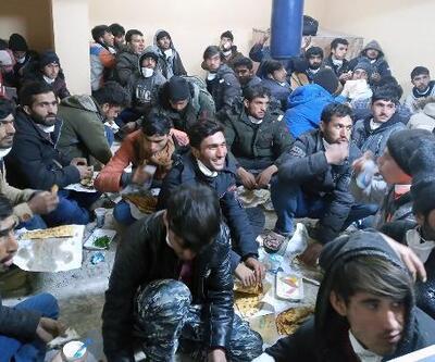 Yolcu otobüsünde 82 kaçak göçmen yakalandı