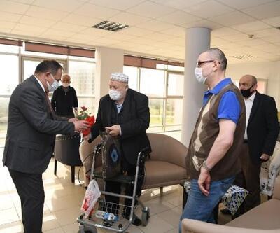 Başkan Demir, huzurevini ziyaret etti