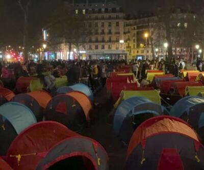 Fransa'da göçmenler Republique Meydanı'nı doldurdu