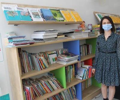 Genç memur, kütüphaneyi baştan sona yeniledi