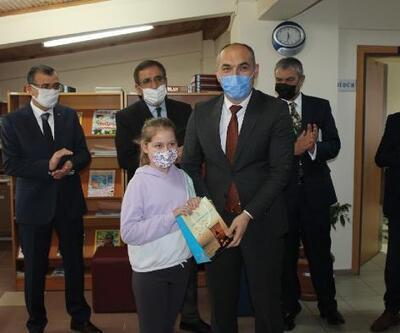 Yalova'da en çok kitap okuyanlara ödüller verildi