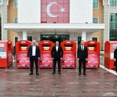 Mustafakemalpaşa'da giysiler kumbaraya atılıyor