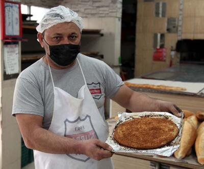 Kayseri'de Ramazan ayına özel pişiyor; Tahinli pide