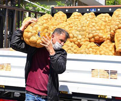 Adana'da ücretsiz patates dağıtımına başlandı