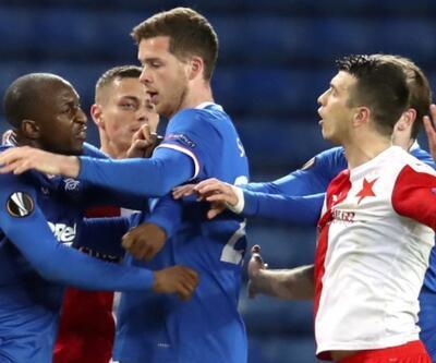 Irkçı futbolcuya 10 maç ceza