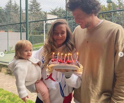 Yeni yaşını eşi ve kızıyla kutladı