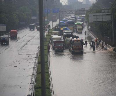 Endonezya'daki selde ölenlerin sayısı 181'e çıktı