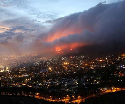 Güney Afrika'da yangın nedeniyleCapeTownÜniversitesi'nden 4 bin öğrenci tahliye edildi