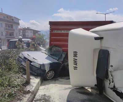 TIR'ın üzerine devrildiği otomobil yandı; 1 ölü, 2 yaralı