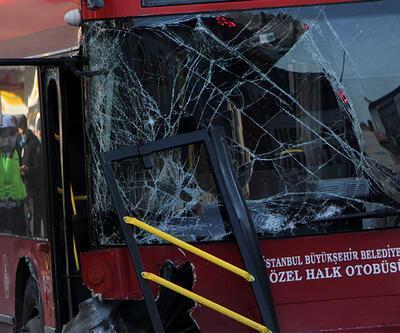 Çift katlı otobüs kaza yaptı