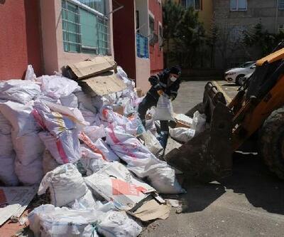 Tadilat sonrası atık molozları belediye ekipleri topluyor