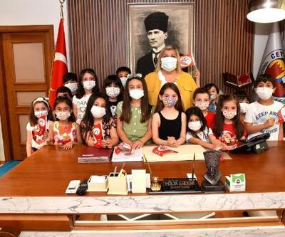 Başkan Erdem'in makamını çocuklar renklendirdi