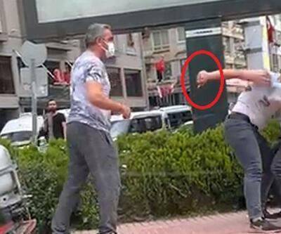 Cadde ortasında bıçaklı kavga kamerada