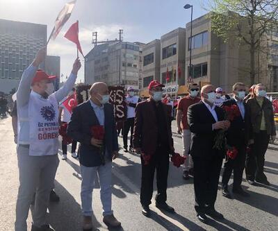 HAK-İŞ, Taksim Cumhuriyet Anıtı'na çelenk bıraktı