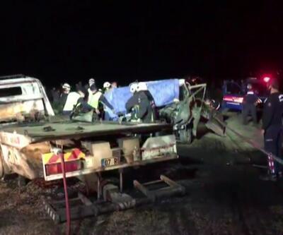 Alev alan kamyonetteki 2 kişi yanarak öldü