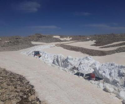 Yörüklerin karla kaplı göç yolları açılıyor