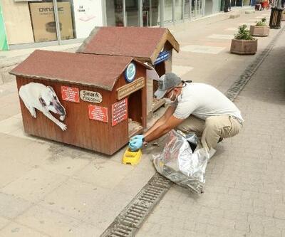 Eskişehir'de, tam kapanmada sokak hayvanlarını besliyorlar