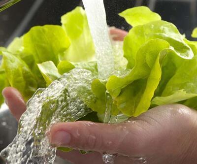 İşte sebze ve meyveleri temizlemenin en etkili yolu...