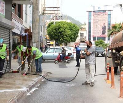 Silifke sokakları dezenfekte edildi