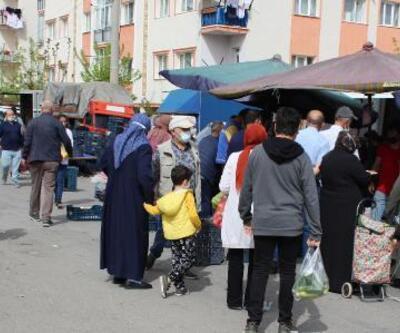 Tedbirlere uyulmayan pazar yeri erken kapatıldı