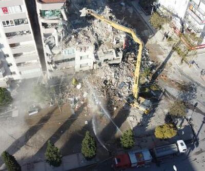 Depremde yıkılan binaların yerinde yenileri yükseliyor