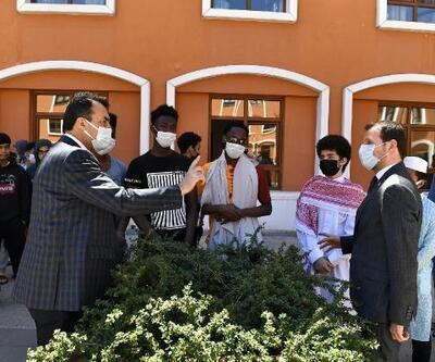 Başkan Dündar, Filistinli öğrencilerle omuz omuza