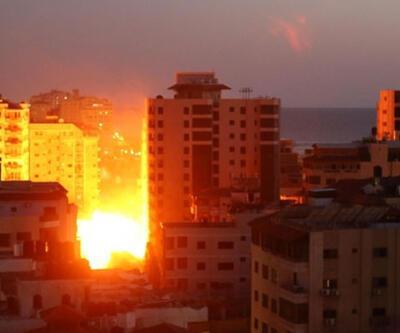 Gazze'de 12 katlı bina yıkıldı