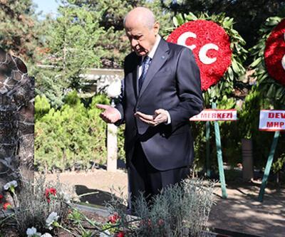 Bahçeli, Alparslan Türkeş'in kabrini ziyaret etti