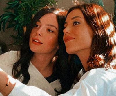 Cansu Dere ve Melis Sezen'den set arası selfie