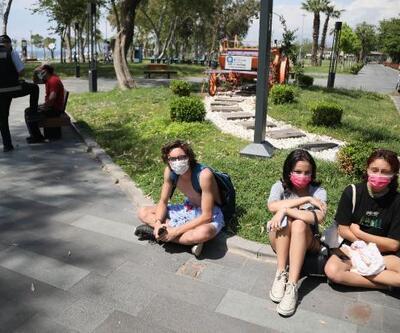 Sahilde kabindeki genç kızları görüntülerken yakalandı