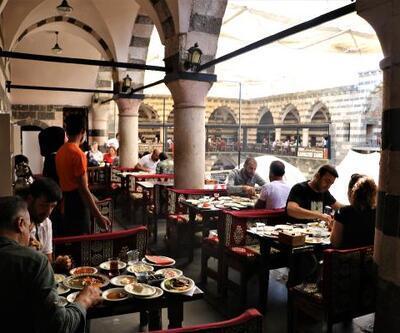 Diyarbakır'da tarihi mekanlardaki kahvaltı salonlarında yoğunluk