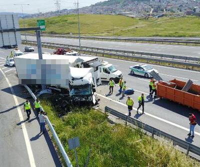 Sancaktepe Kuzey Marmara Otoyolu'nda TIR bariyerlere girdi