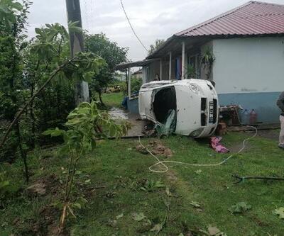 Su birikintisine giren otomobil, kamyonete çarptı, 4 yaralı