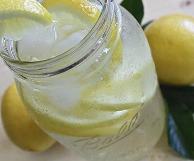 Limonlu su zayıflatır mı? Limonlu suyun faydaları neler?