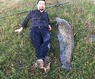 Gölette oltayla dev yayın balığı yakaladı