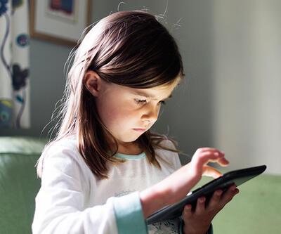 Ailelere sosyal medya uyarısı; çocuklarınızla birlikte içerik üretin