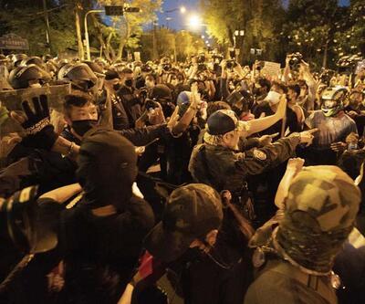 Tayland'da göstericiler sokaklara döküldü