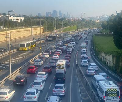 Haftanın ilk iş gününde 15 Temmuz Şehitler Köprüsü'nde trafik yoğunluğu