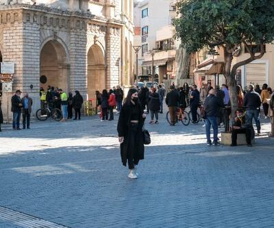 Yunanistan'da COVID-19 vakaları 10 kat arttı: Yeni önlemler kapıda