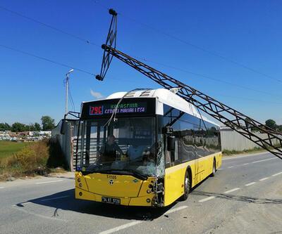 İETT otobüsünün üstüne direk düştü