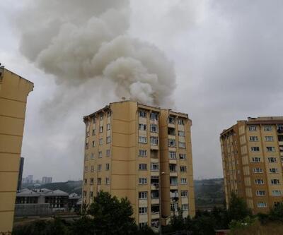 Başakşehir'de apartmanın çatısında yangın