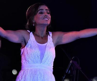 Yıldız Tilbe izleyicisinin karşısına beyaz bir kıyafetle çıktı