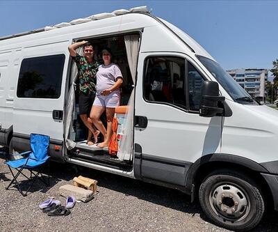 Karavanla Türkiye turuna çıkan çift, bebek haberini aldıkları İzmir'de kontak kapattı