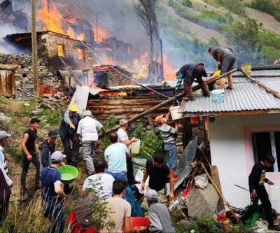 Artvin'in Yusufeli ilçesinde bir evde çıkan yangın, çevredeki bazı ahşap evlere de sıçradı